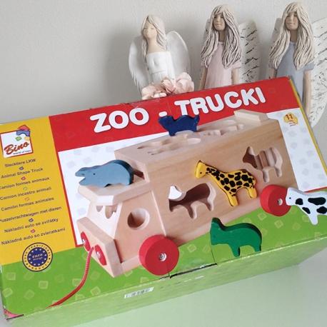 Dřevěné auto se zvířátky